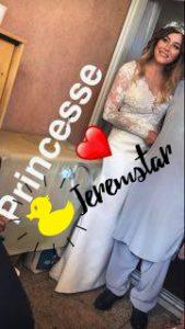 La belle et jeune mariée n\u0027a pas hésité à publier une photo du mariage sur  son compte Instagram, nous présentant une partie de sa robe et son joli  bouquet