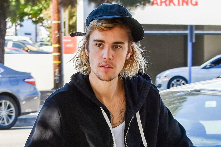 Justin Bieber s'est fait tatouer le visage: voici le résultat