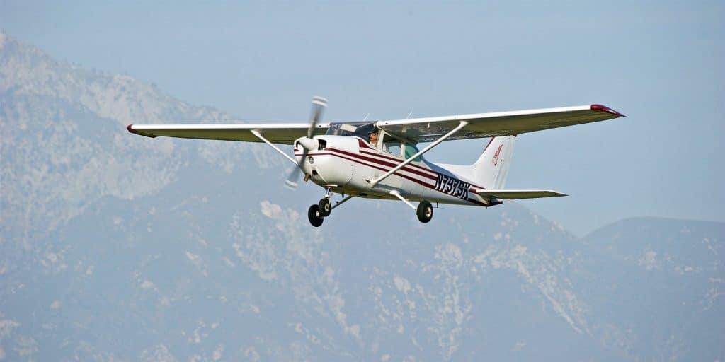 Premier cours de pilotage : l'instructeur s'évanouit en plein vol et son élève a dû atterrir tout seul