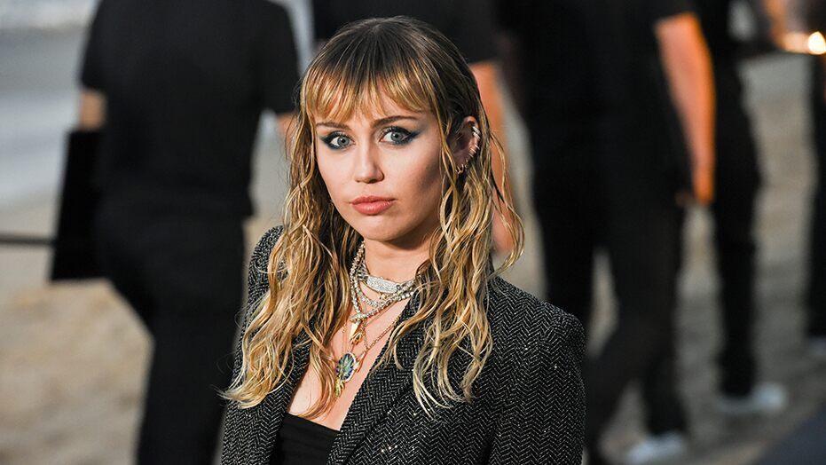 Critiquée sur sa vie amoureuse, Miley Cyrus se défend