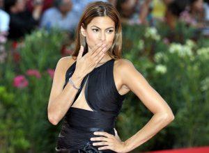 Eva Mendes rayonne sur le tapis rouge !