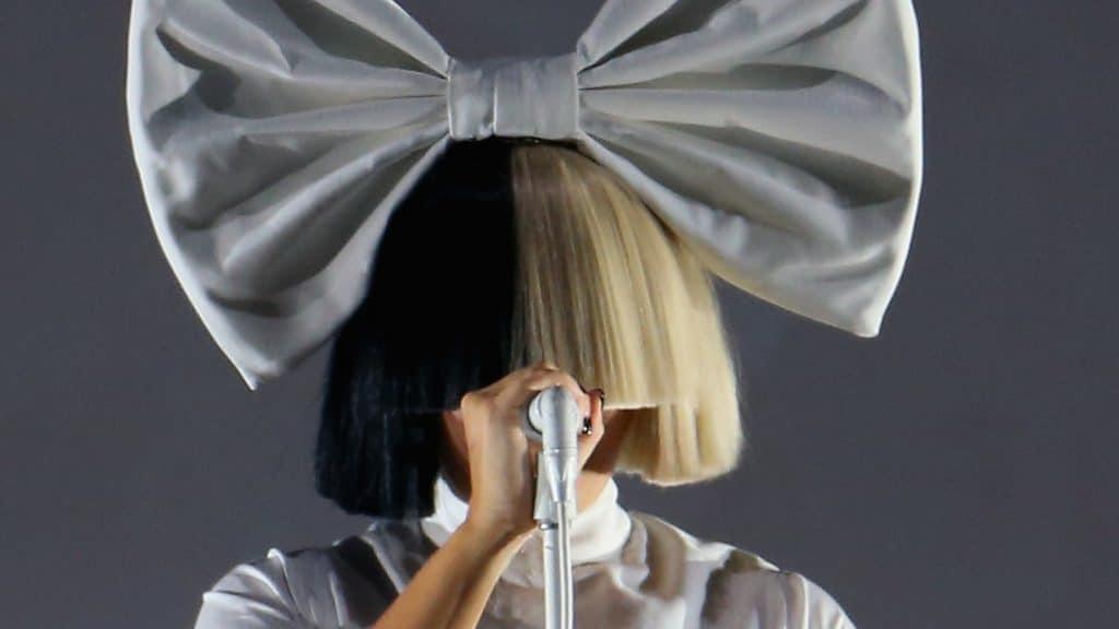 Sia : la chanteuse aperçue sans perruque dans un supermarché, payant les courses d'une fan