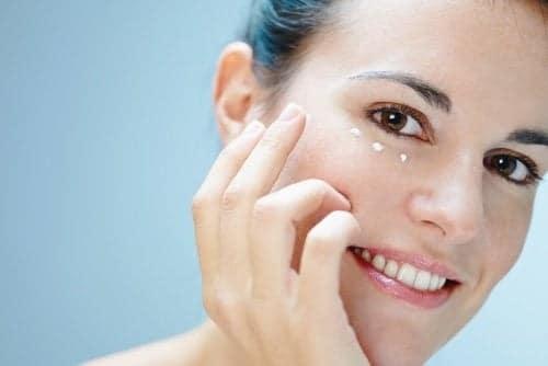 Comment faire votre crème contour des yeux naturelle à la maison