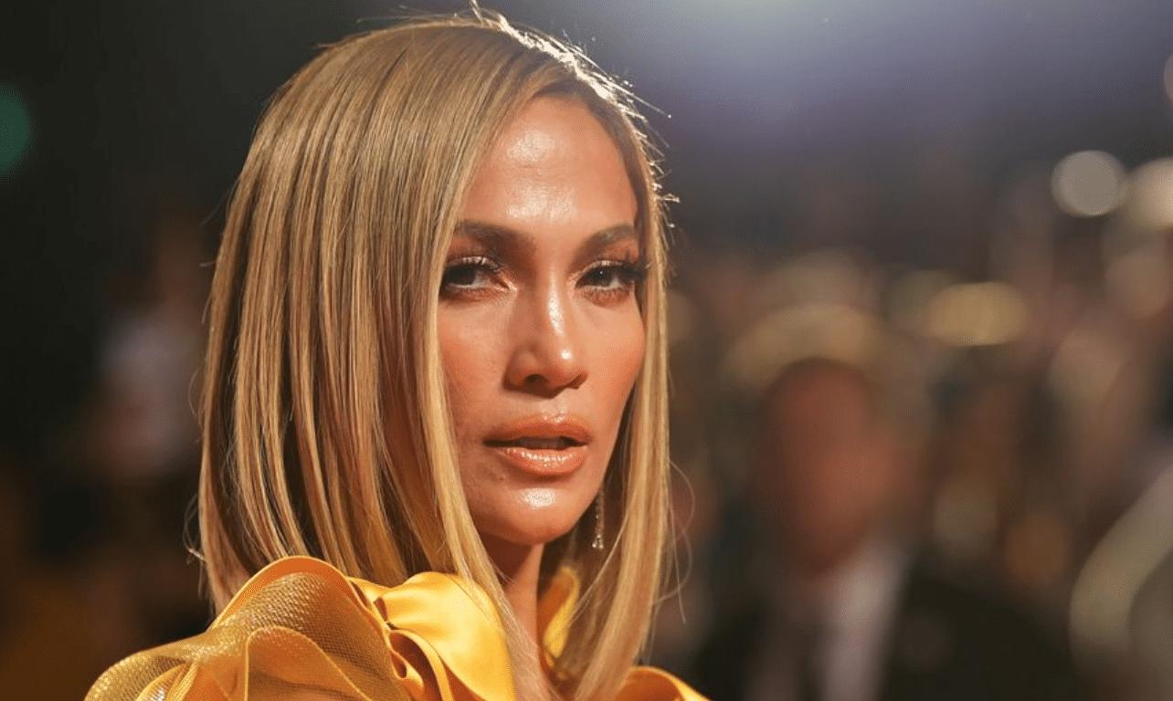 Jennifer Lopez : cet accessoire hyper bling-bling qu'elle emporte partout