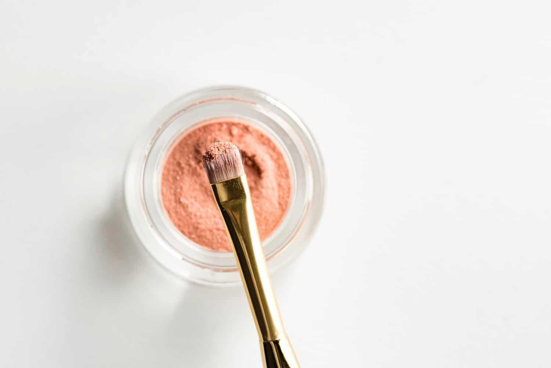 N'attendez plus et fabriquez vous même votre baume à lèvres naturel fait maison !