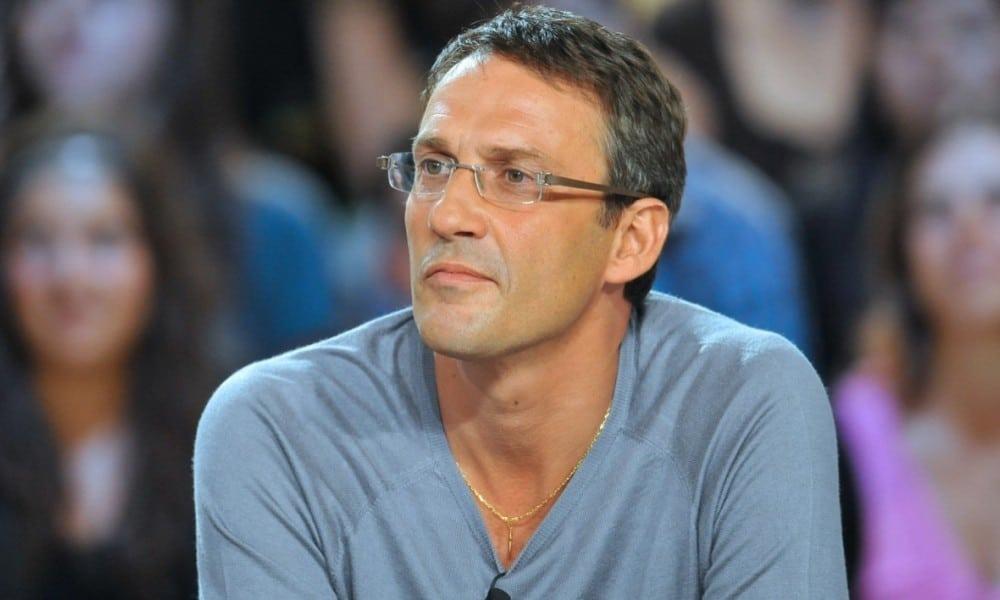 Julien Courbet : torse nu, il se fait vanner par sa fille