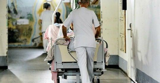 """Coronavirus : un enfant """"de moins de 10 ans"""" est décédé en Île-de-France"""
