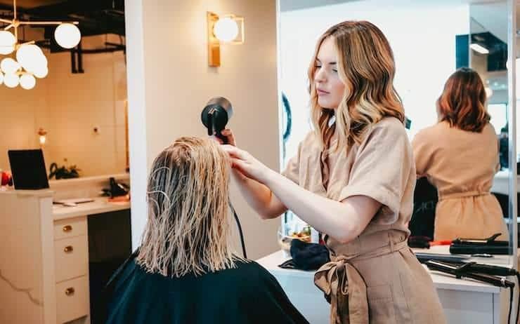 Déconfinement : pourquoi le prix des coiffeurs va augmenter
