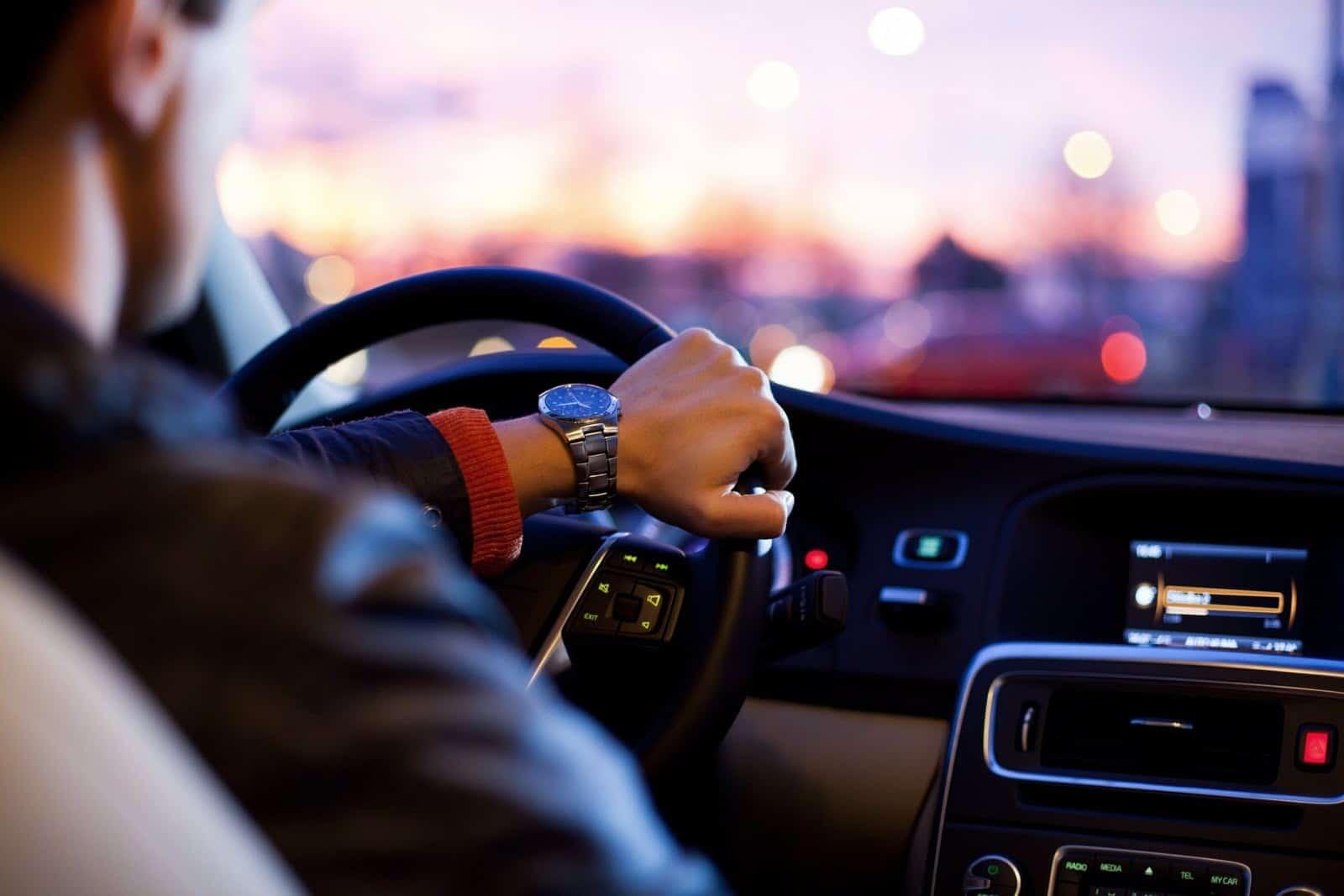 Votre signe astrologique vous dit quel genre de conducteur vous êtes