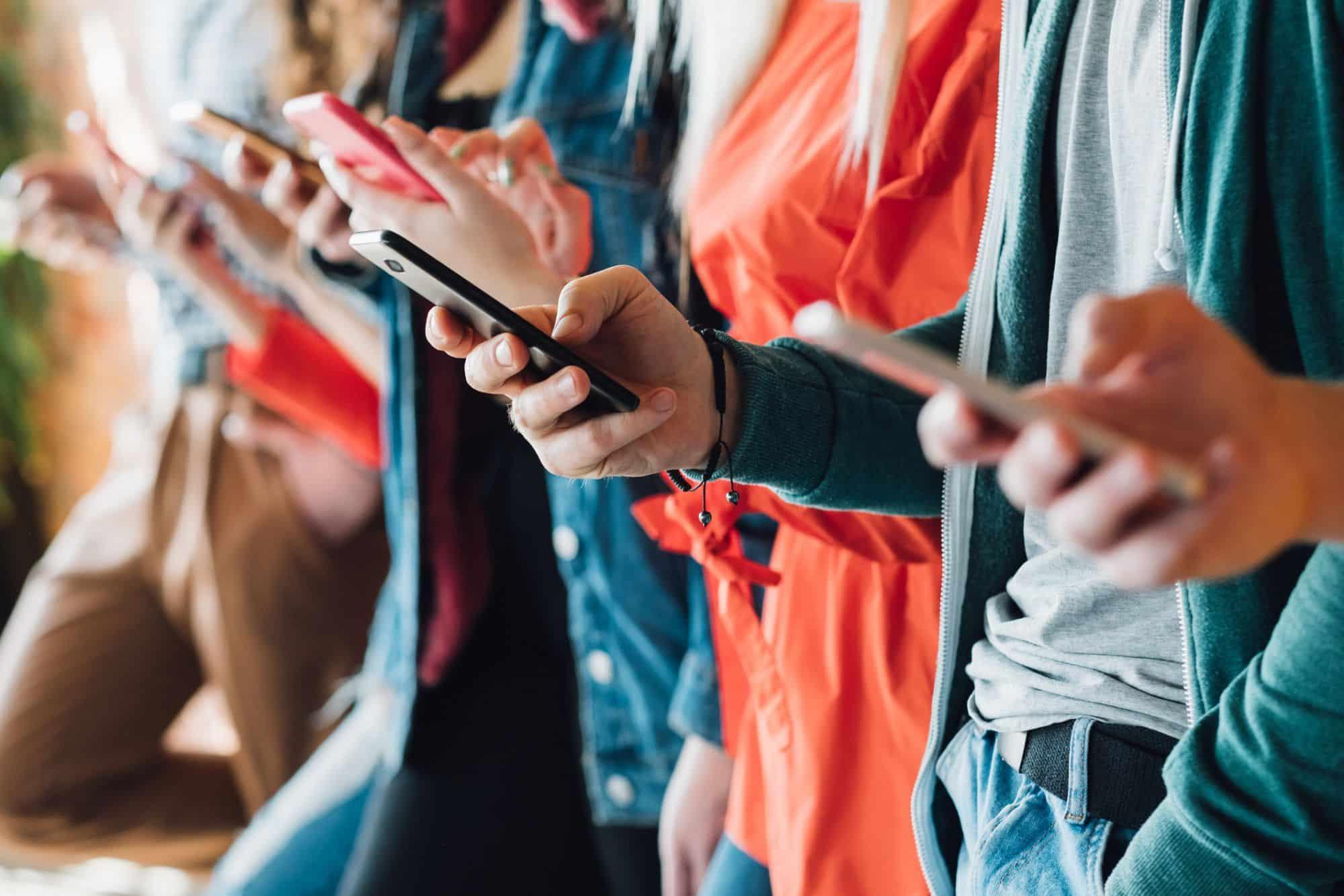 Ces signes du zodiaque qui sont accros à leurs téléphones portables