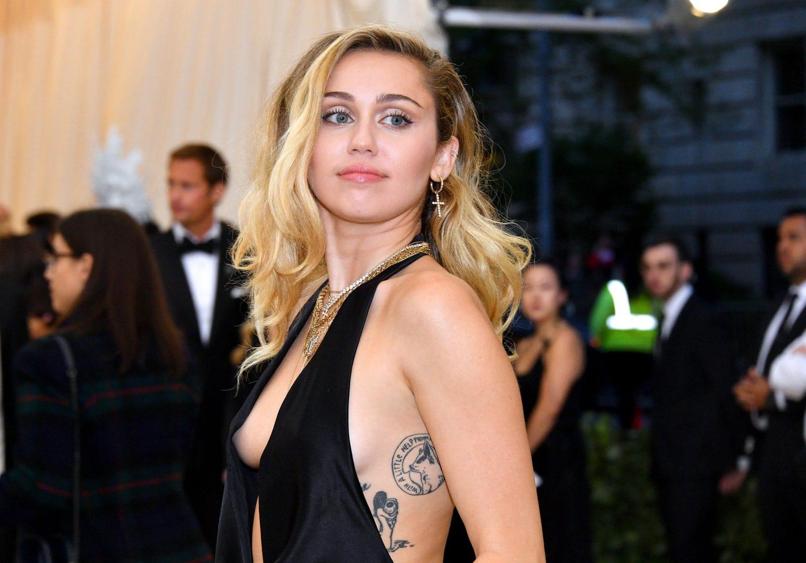 Miley Cyrus : la star a arrêté de boire de l'alcool et de fumer de la marijuana