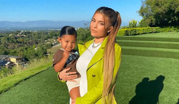 Kylie Jenner offre un petit poney à 200 000$ pour sa fille Stormi