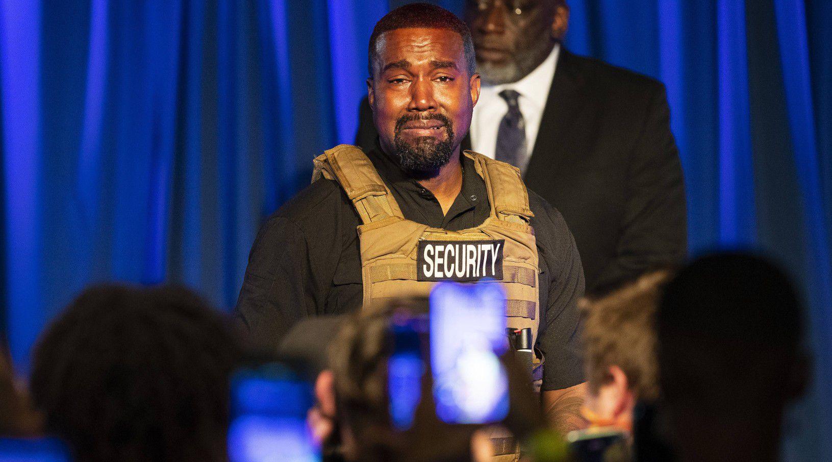 Kanye West fond en larmes à son 1er meeting, sa santé mentale interroge