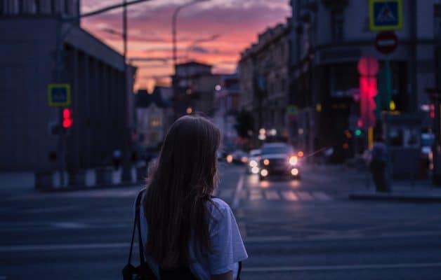 """Var : une jeune femme refoulée d'un supermarché à cause d'un décolleté jugé trop """"dénudé"""""""