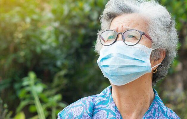 Covid-19 : un nouveau symptôme a été identifié chez les personnes âgées de plus de 65 ans