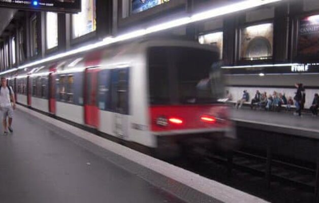 Yvelines : une jeune femme violemment agressée par 8 personnes dans le RER A