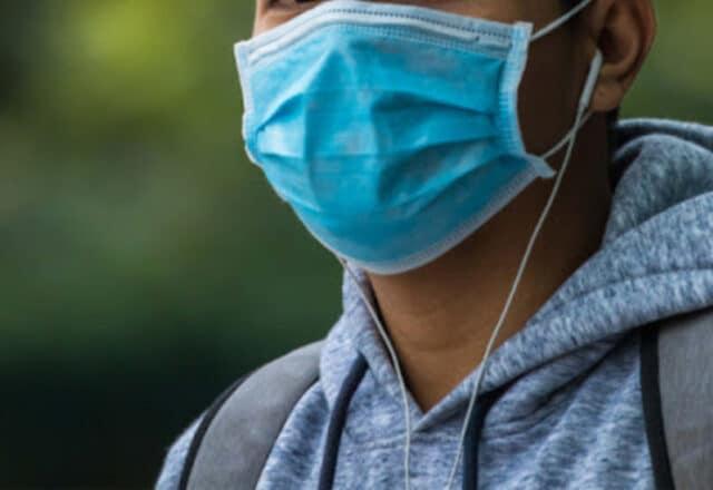 Covid-19 : plus de 24 départements français concernés par le retour de l'obligation du port du masque en extérieur