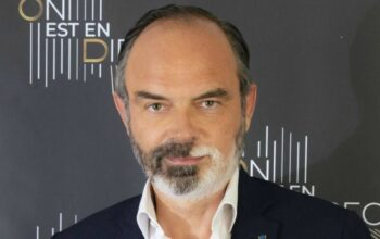 Édouard Philippe vexé : des remarques sur sa barbe dépigmentée ne passent pas